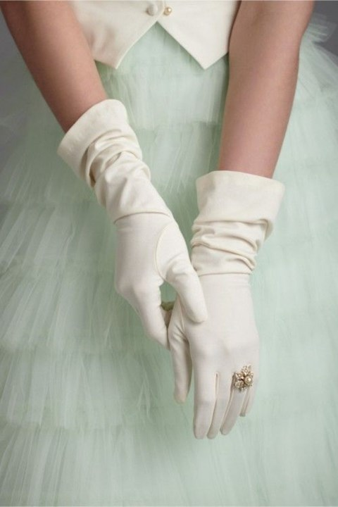 awesome-winter-wedding-gloves-and-mittens-to-die-for-1