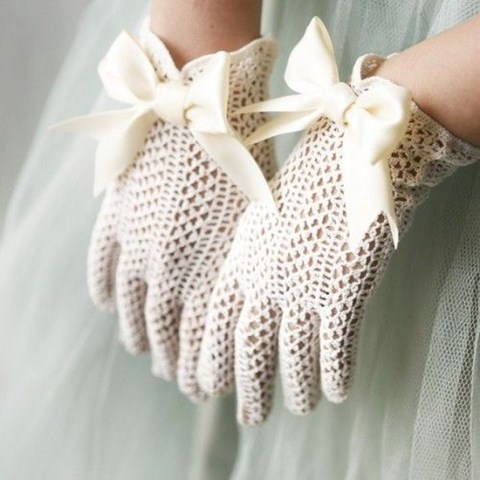 awesome-winter-wedding-gloves-and-mittens-to-die-for-2