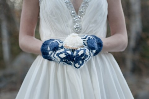 awesome-winter-wedding-gloves-and-mittens-to-die-for-22
