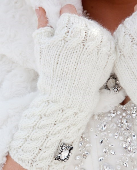 awesome-winter-wedding-gloves-and-mittens-to-die-for-26