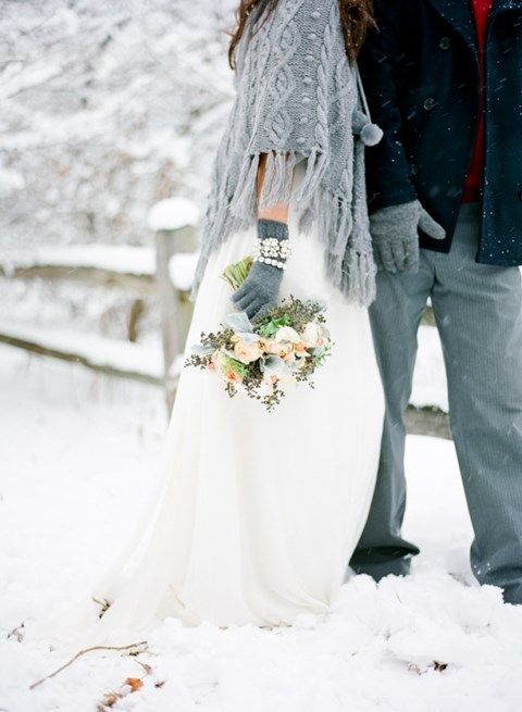 awesome-winter-wedding-gloves-and-mittens-to-die-for-27