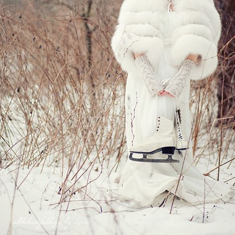 awesome-winter-wedding-gloves-and-mittens-to-die-for-28