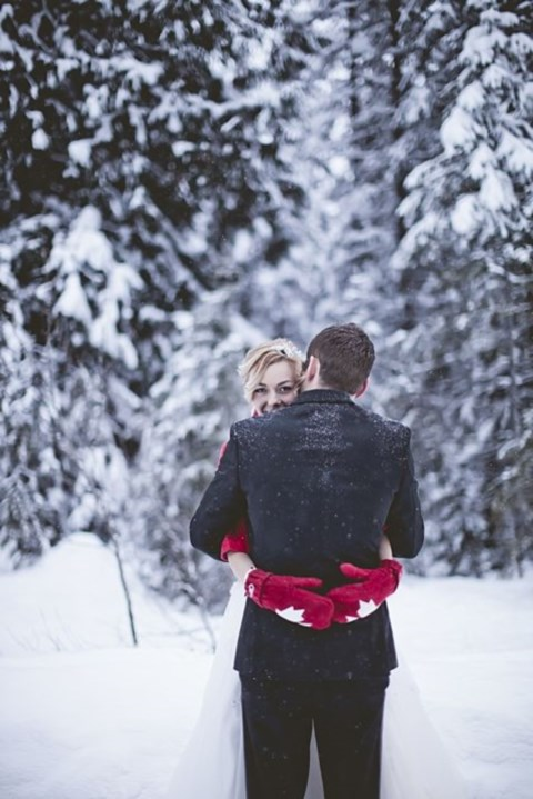 awesome-winter-wedding-gloves-and-mittens-to-die-for-33