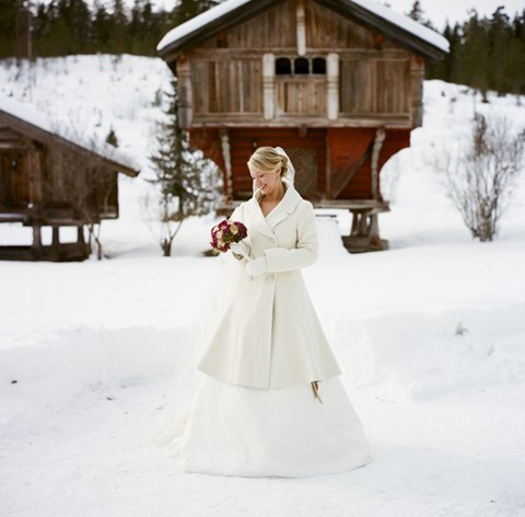 awesome-winter-wedding-gloves-and-mittens-to-die-for-4