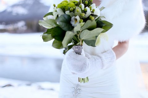 awesome-winter-wedding-gloves-and-mittens-to-die-for-41