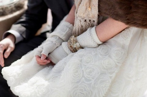 awesome-winter-wedding-gloves-and-mittens-to-die-for-7