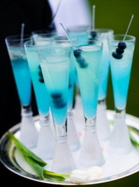 beautiful-icy-blue-winter-wedding-ideas-52