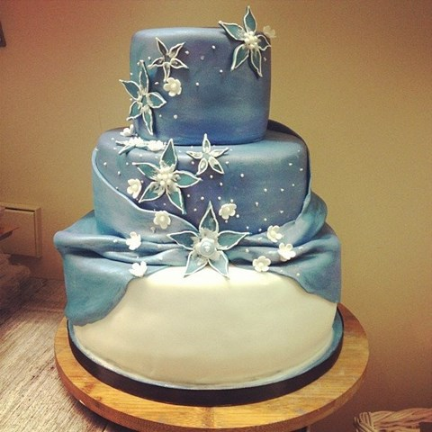 fabulous-winter-wedding-cakes-10