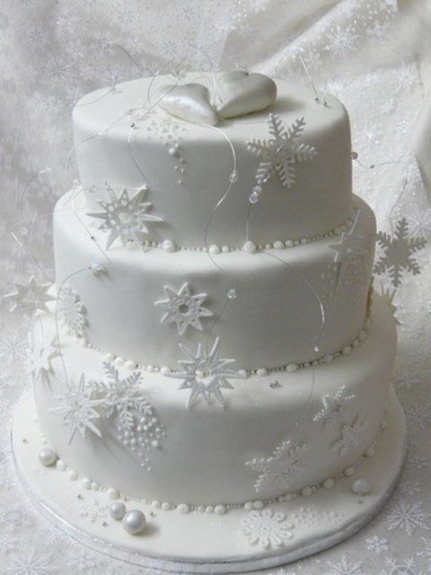fabulous-winter-wedding-cakes-104