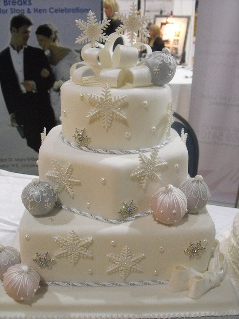 fabulous-winter-wedding-cakes-21