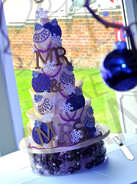 fabulous-winter-wedding-cakes-5