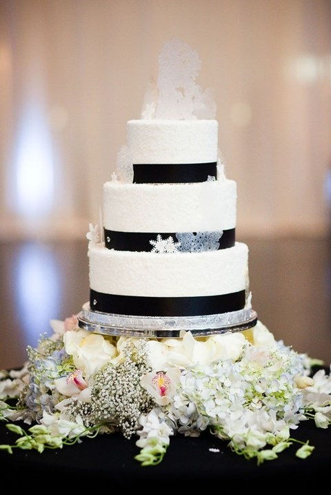 fabulous-winter-wedding-cakes-93