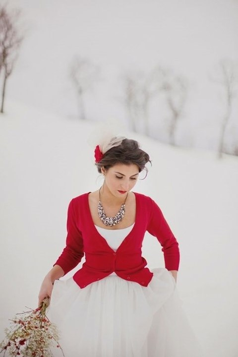 stylish-and-cozy-coats-and-wraps-for-winter-brides-11