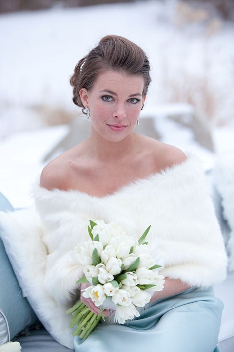 stylish-and-cozy-coats-and-wraps-for-winter-brides-15