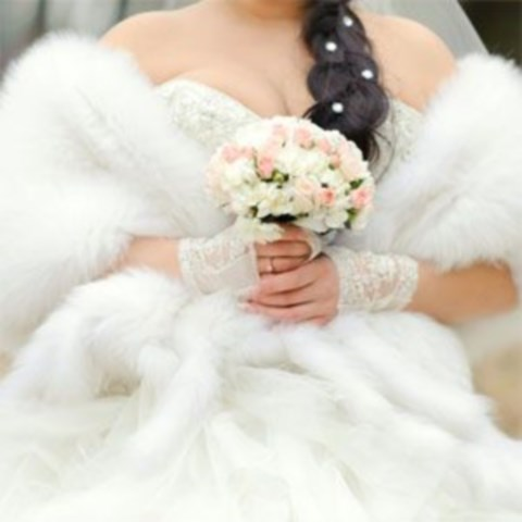 stylish-and-cozy-coats-and-wraps-for-winter-brides-20