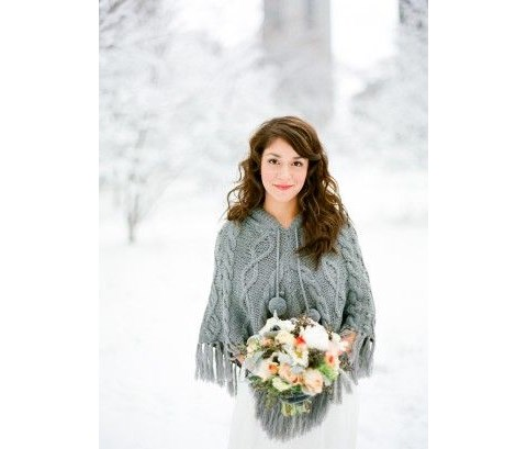 stylish-and-cozy-coats-and-wraps-for-winter-brides-21
