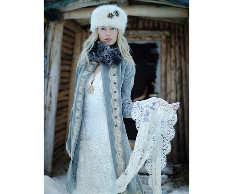 stylish-and-cozy-coats-and-wraps-for-winter-brides-24