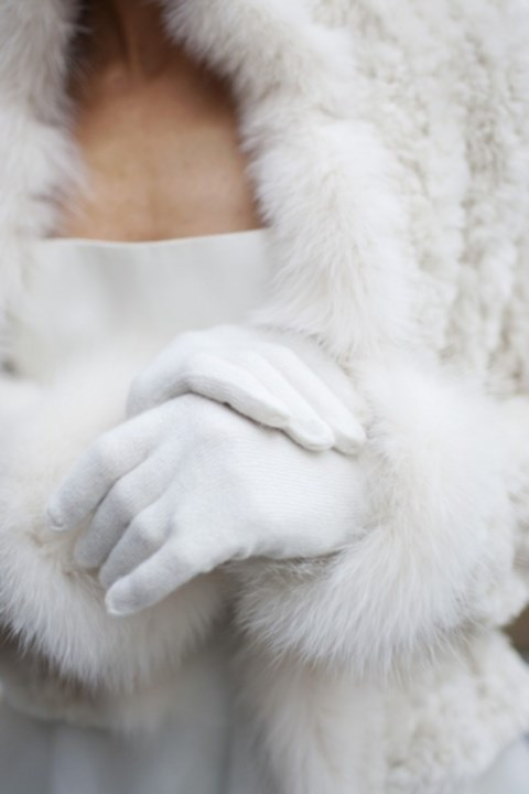 stylish-and-cozy-coats-and-wraps-for-winter-brides-25
