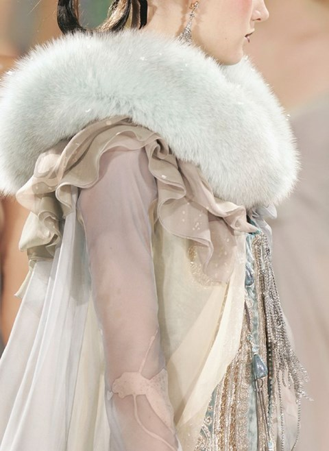 stylish-and-cozy-coats-and-wraps-for-winter-brides-26