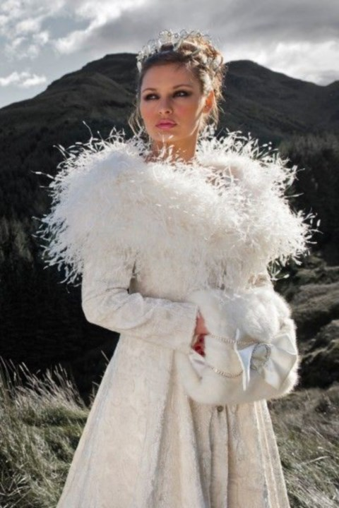 stylish-and-cozy-coats-and-wraps-for-winter-brides-27