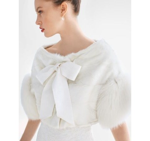 stylish-and-cozy-coats-and-wraps-for-winter-brides-39