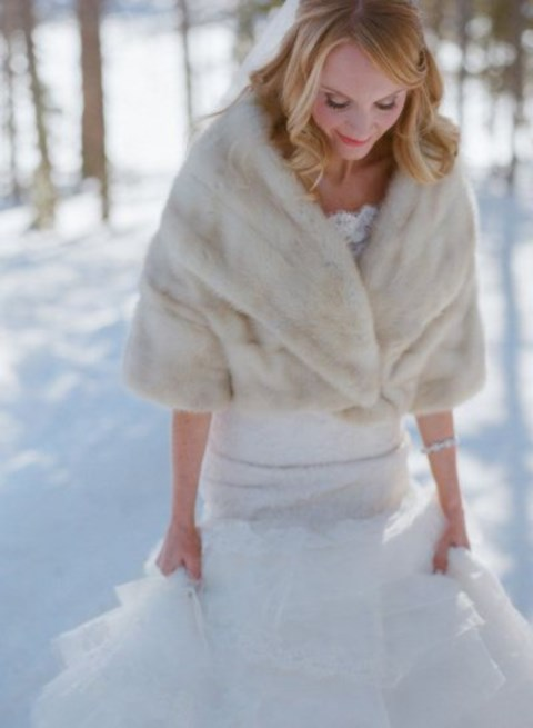 stylish-and-cozy-coats-and-wraps-for-winter-brides-46