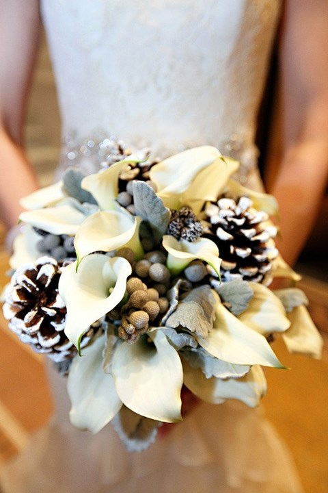 unique-and-beautiful-winter-wedding-bouquets-youll-love-100