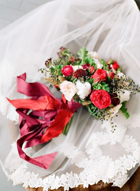 unique-and-beautiful-winter-wedding-bouquets-youll-love-101