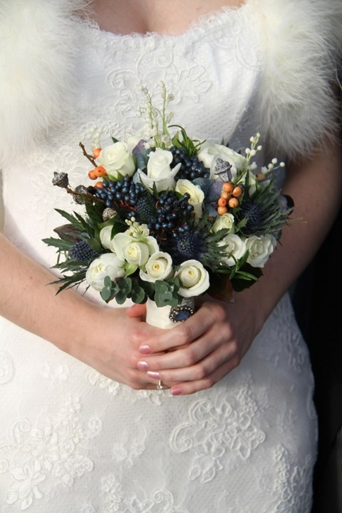 unique-and-beautiful-winter-wedding-bouquets-youll-love-102