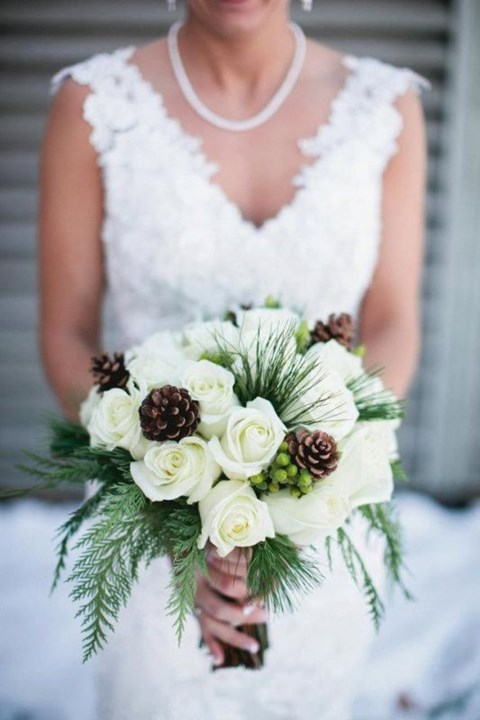 unique-and-beautiful-winter-wedding-bouquets-youll-love-103