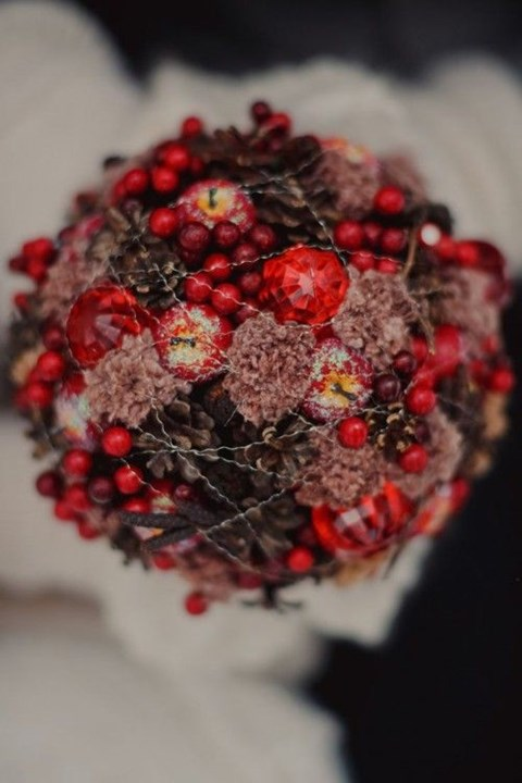 unique-and-beautiful-winter-wedding-bouquets-youll-love-106