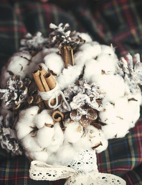 unique-and-beautiful-winter-wedding-bouquets-youll-love-107