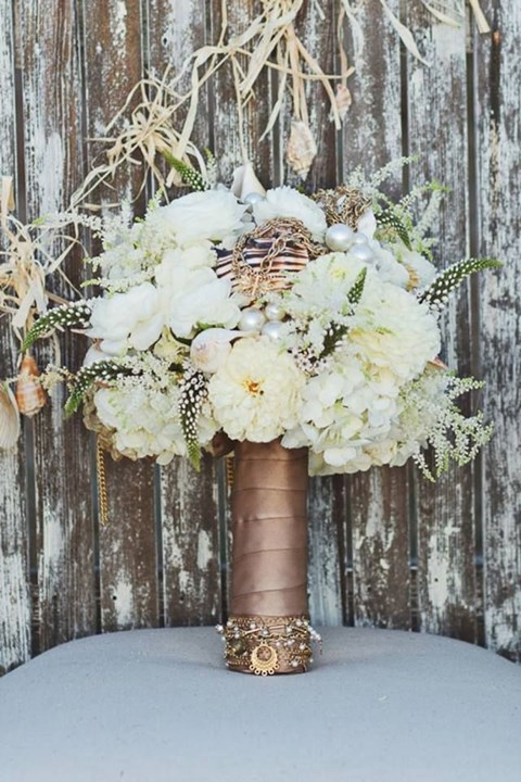 unique-and-beautiful-winter-wedding-bouquets-youll-love-108