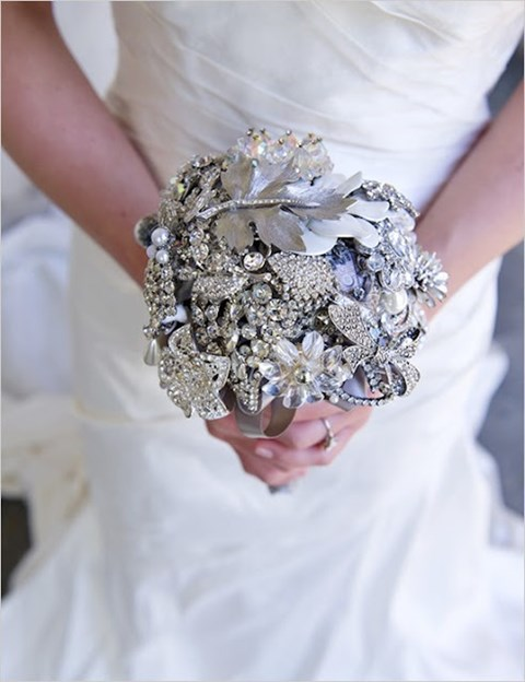 unique-and-beautiful-winter-wedding-bouquets-youll-love-16
