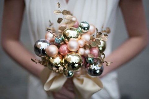 unique-and-beautiful-winter-wedding-bouquets-youll-love-2