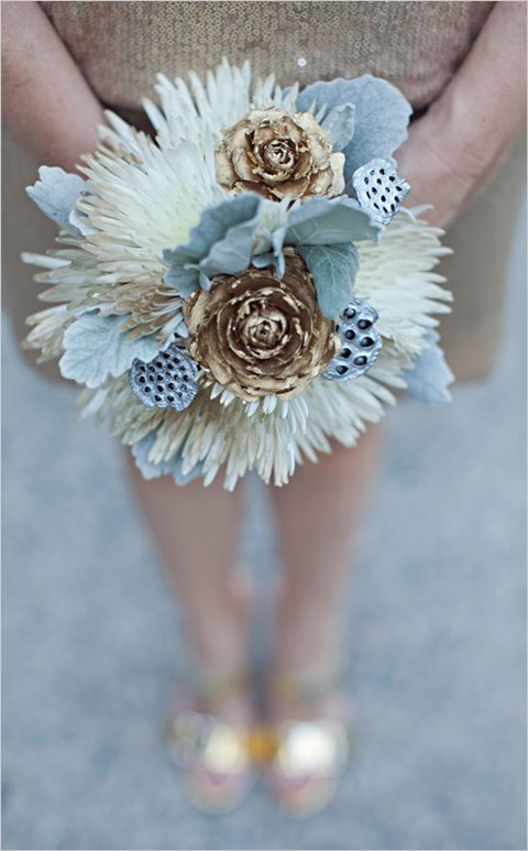 unique-and-beautiful-winter-wedding-bouquets-youll-love-21