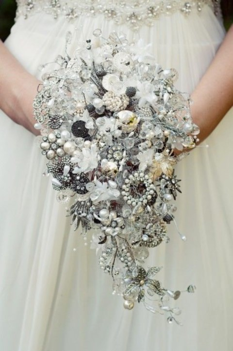 unique-and-beautiful-winter-wedding-bouquets-youll-love-22