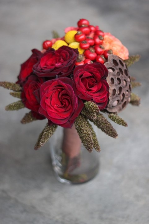 unique-and-beautiful-winter-wedding-bouquets-youll-love-24
