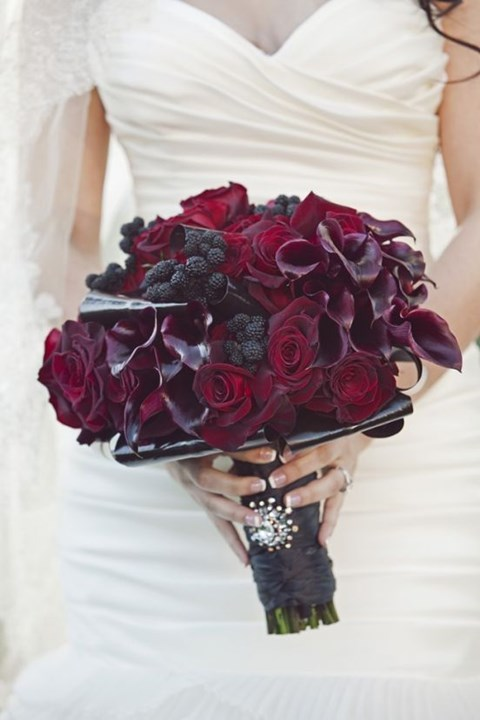 unique-and-beautiful-winter-wedding-bouquets-youll-love-25