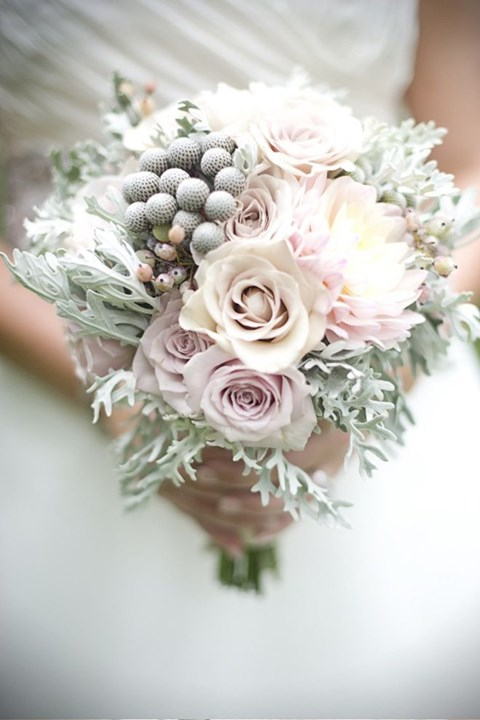 unique-and-beautiful-winter-wedding-bouquets-youll-love-29