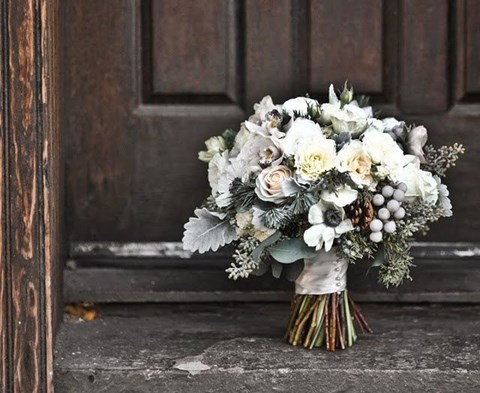unique-and-beautiful-winter-wedding-bouquets-youll-love-32