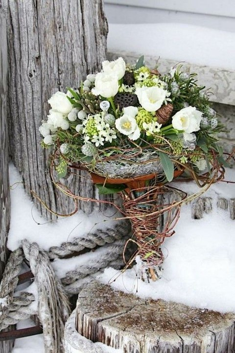 unique-and-beautiful-winter-wedding-bouquets-youll-love-33