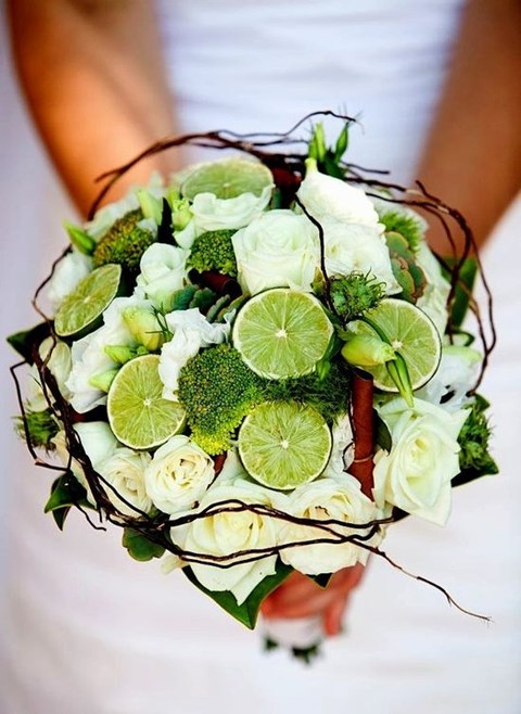 unique-and-beautiful-winter-wedding-bouquets-youll-love-37