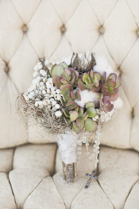 unique-and-beautiful-winter-wedding-bouquets-youll-love-39
