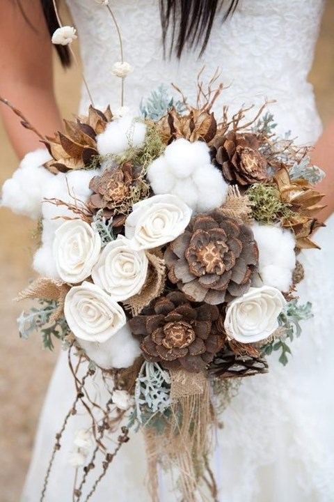 unique-and-beautiful-winter-wedding-bouquets-youll-love-4
