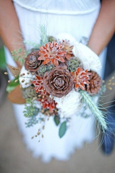 unique-and-beautiful-winter-wedding-bouquets-youll-love-40