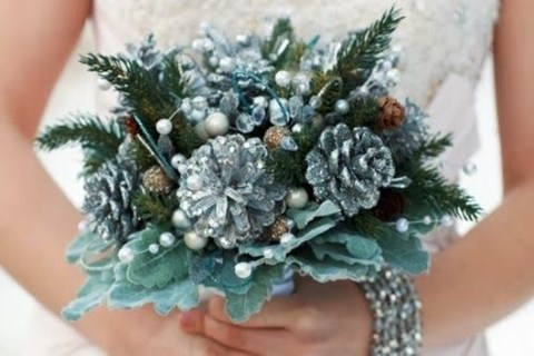 unique-and-beautiful-winter-wedding-bouquets-youll-love-41