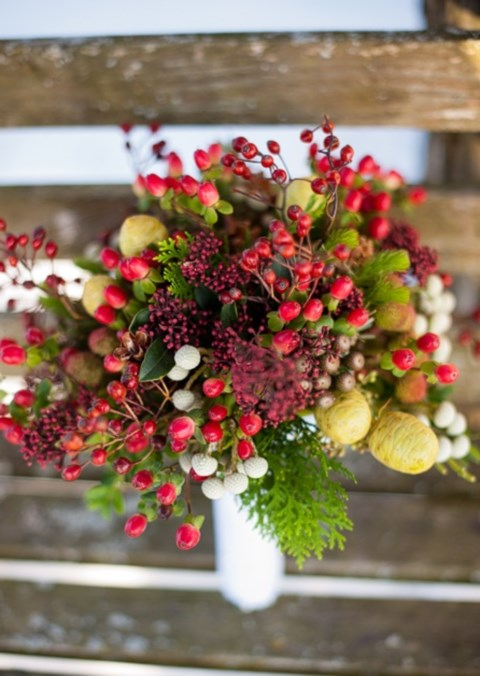unique-and-beautiful-winter-wedding-bouquets-youll-love-43