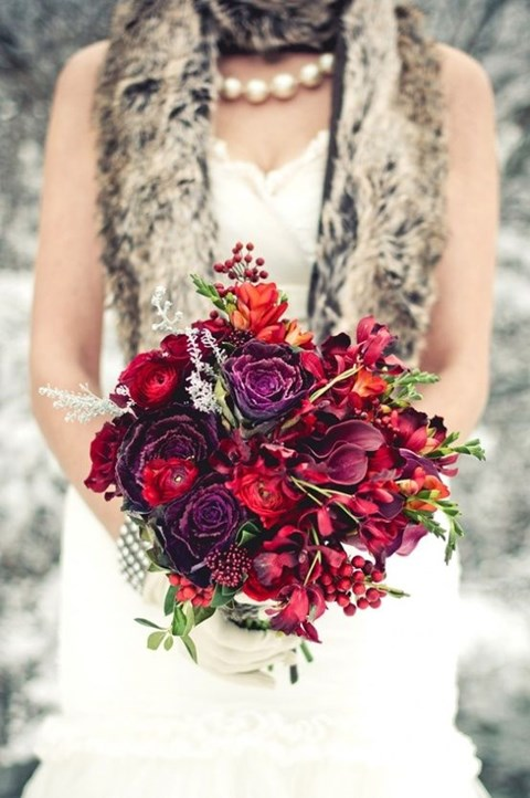 unique-and-beautiful-winter-wedding-bouquets-youll-love-47