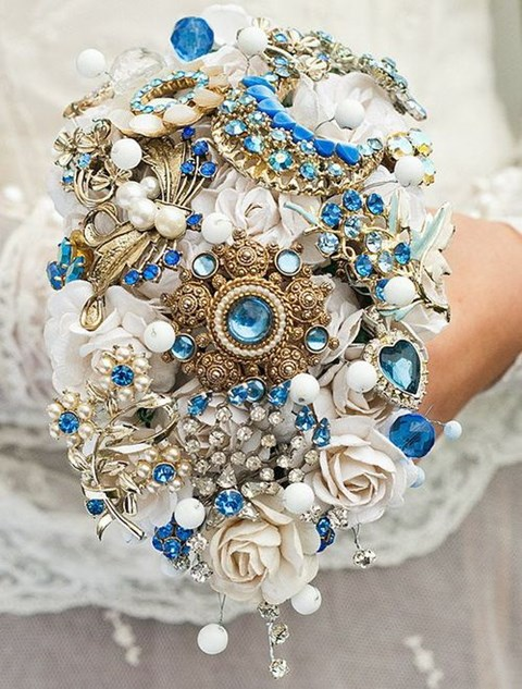 unique-and-beautiful-winter-wedding-bouquets-youll-love-48